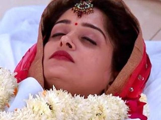 Naagin's Gurumaa is anything you could have ever imagined--she's a hunchback, she's always dressed in red and walks like Snow White's stepmother when she takes the appearance of the old hag.