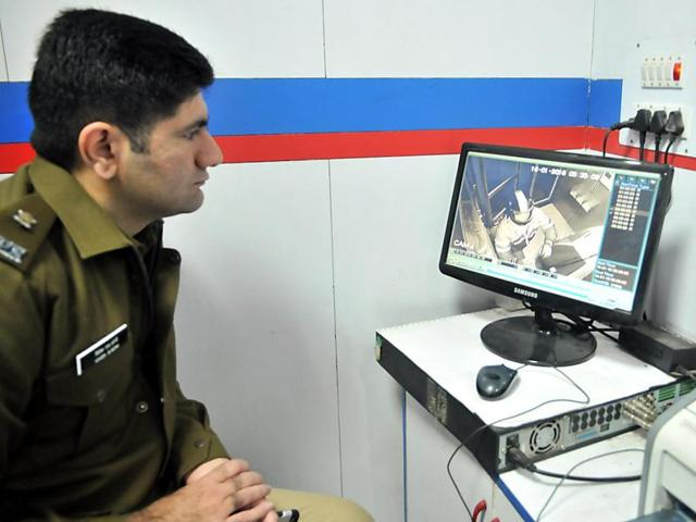 Additional deputy commissioner of police (investigation) Vivek Soni scanning the CCTV footage in the Union Bank of India branch on Kapurthala Road in Jalandhar.