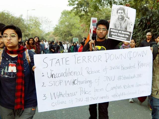 JNU teachers & students form a human chain inside the campus in protest against arrest of JNUSU President Kanhaiya Kumar in New Delhi.