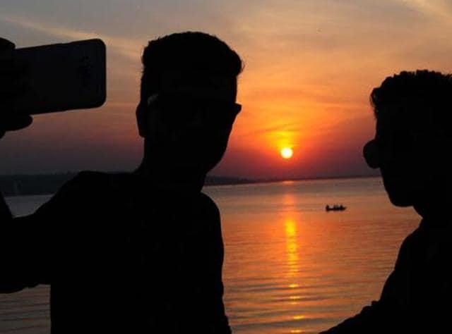 Nashik: Teen drowns in dam while taking selfie, friend dies saving