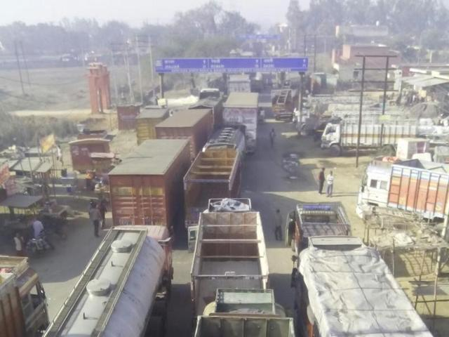 Jat reservation,protesters,rail tracks