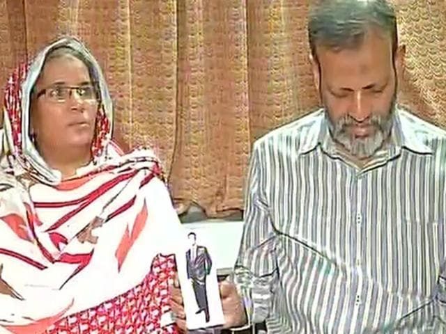 Hamid Ansari's parents showing his picture in Mumbai. He had befriended a Kohat-based woman through Facebook and had entered Pakistan from Afghanistan to meet her.