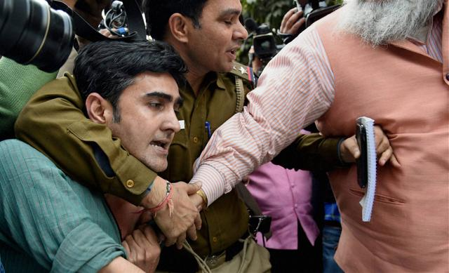 Advocates clash with the JNU students who were protesting against the arrest of JNUSU President Kanhaiya Kumar at Patiala House Courts in New Delhi on Monday.
