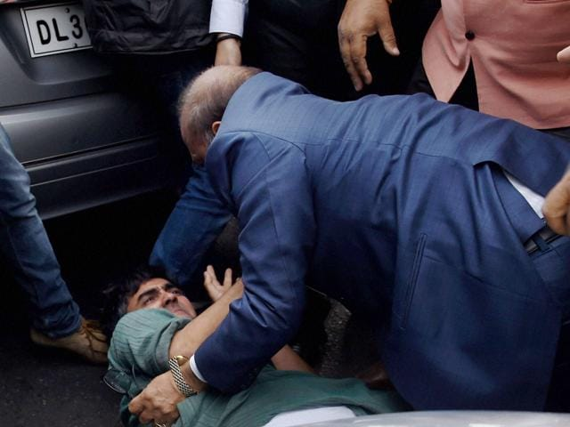 BJP MLA OP Sharma is apparently seen assaulting CPI activist Ameeque Jamai outside the Patiala House Courts in Delhi on Monday.