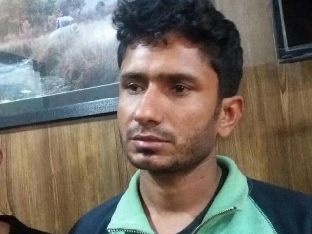 Prime accused Devendra Kumar (right in Green pullover) and his other accomplice Mohit were two of five arrested for abduction of Snapdeal's executive Dipti Sarna on Monday