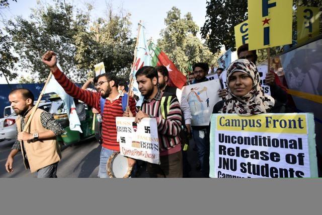 Activists of Campus front of india shout slogans against Minister of Human Resource Development, Smriti Irani,demand release Kanhaiya Kumar .(Hindustan Times)