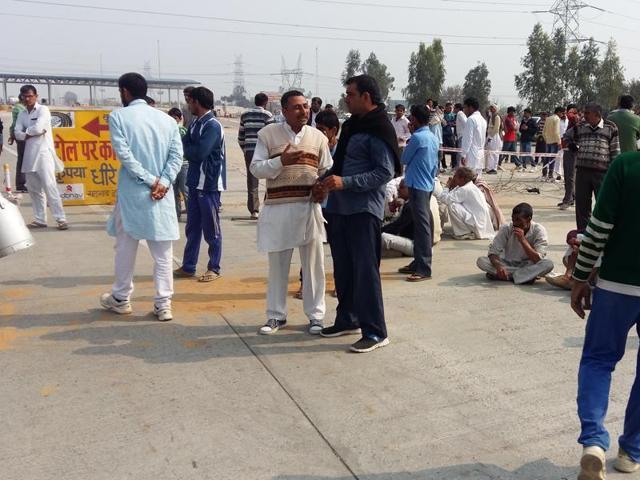Jat protesters block national highway-10 on Wednesday.