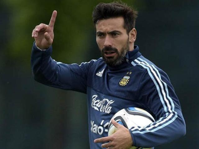 Paris Saint-Germain's Argentine forward Ezequiel Lavezzi has signed with Hebei China Fortune.