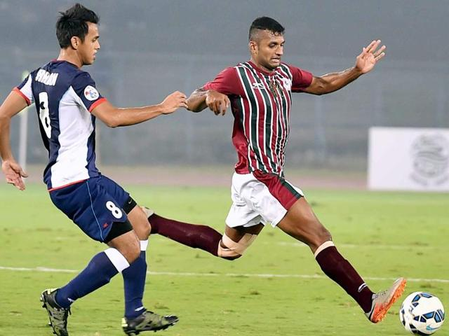 Mohun Bagan and Tampines Rovers players in action during AFC Champions League 2016 at Salt Lake.