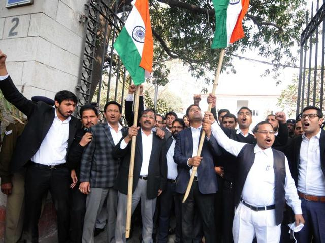 Lawyers raise flags and shout slogans at Patiala House Court, in New Delhi. (HTphoto)
