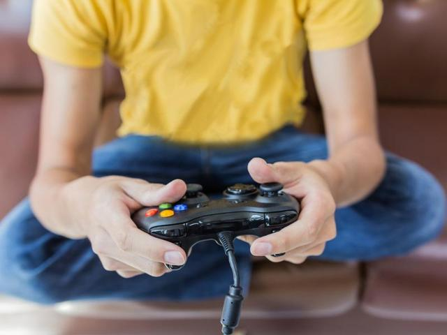 Games that end with a Boss Fight  are less addictive than Massive Multiplayer Online Role-playing games.