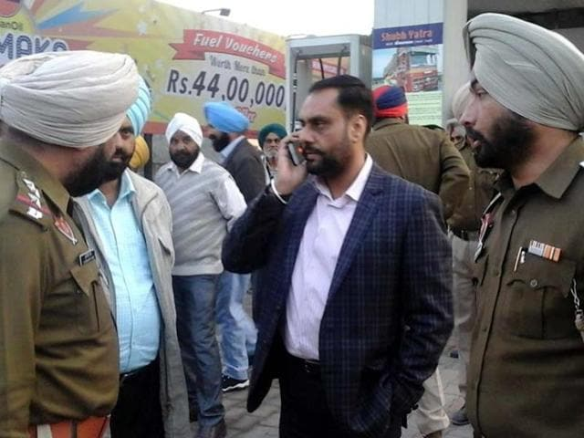 Panic prevailed on the busy Jalandhar Road on Thursday evening when a team of Nawanshahr police and a member of the Jaggu Bhagwanpuria gang exchanged fire near a petrol pump in the town.
