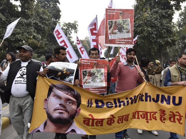 JNU students, professors and CPI party members protest for the release of JNUSU President Kanhaiya Kumar in New Delhi on Thursday, February 18, 2016.(Sanjeev Verma / HT Photo)