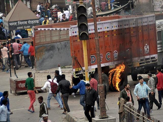 Rohtak remained under siege for the sixth day as protests turned progressively more violent with a counter-protest erupting against the Jats, essentially dividing the city into two parts — while Jats controlled areas from Delhi Road to Subhash Chowk, the other communities took control between Chhotu Ram Chowk and Hisar Road. (AP)