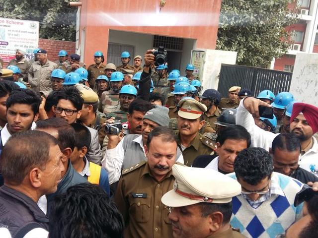 Members of the Jat community block Delhi-Fazilka National Highway No. 10 on Thursday.