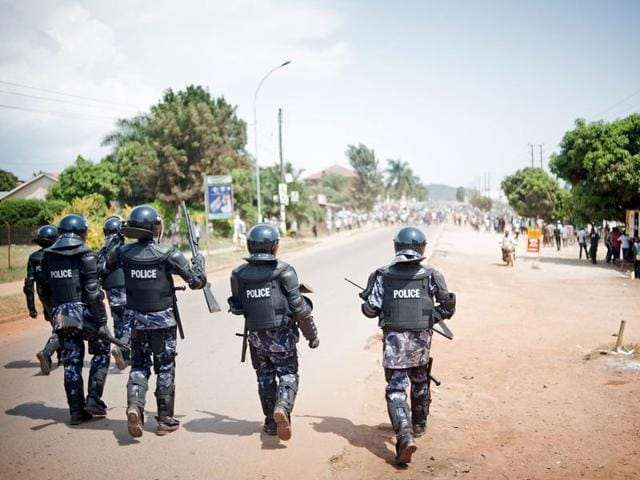 Riot police advance towards a crowd of opposition supporters in the centre of Ggaba, a suburb of Kampala, on February 18, 2016, during Uganda's national elections. Police have arrested the main opposition candidate. Kizza Besigye.