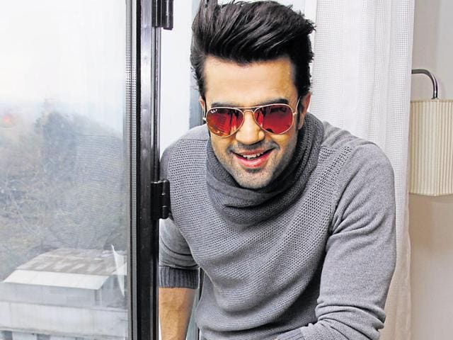 """""""I don't share cold vibes with anyone but a few actors become uneasy sharing the stage with me. I can sense that. But nobody has directly told me this ever,"""" says TV host, anchor and Bollywood actor Manish Paul."""