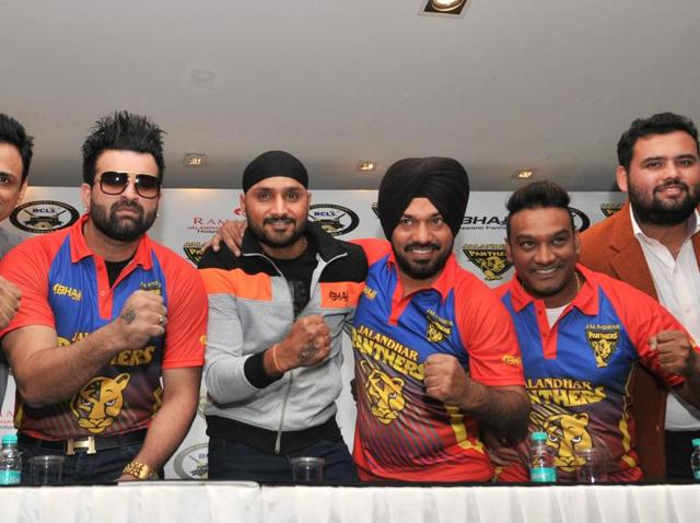 Cricketer Harbhajan Singh and comedian-turned-poilitician Gurpreet Ghuggi (centre) in Jalandhar on Friday.