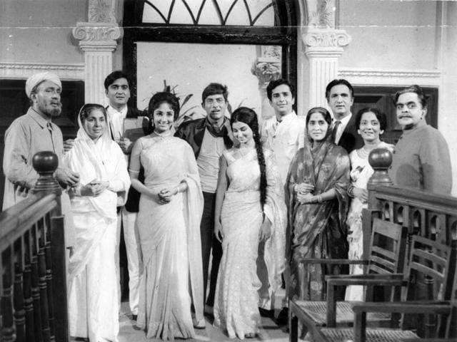 Film stars Balraj Sahni, Achala Sachdev, Sunil Dutt, Sadhana, Rajkumar, Sharmila Tagore, Shashi Kapoor, Sumati Gupte, Surendra, and Manmohan Krishna in film Waqt.