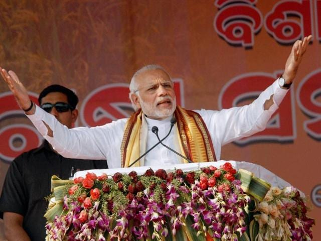 Prime Minister Narendra Modi addresses the gathering at a farmers' rally in Baragarh, Odisha.