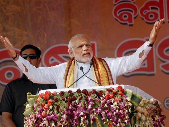 Prime Minister Narendra Modi addresses the gathering at a farmers' rally in Baragarh, Odisha.