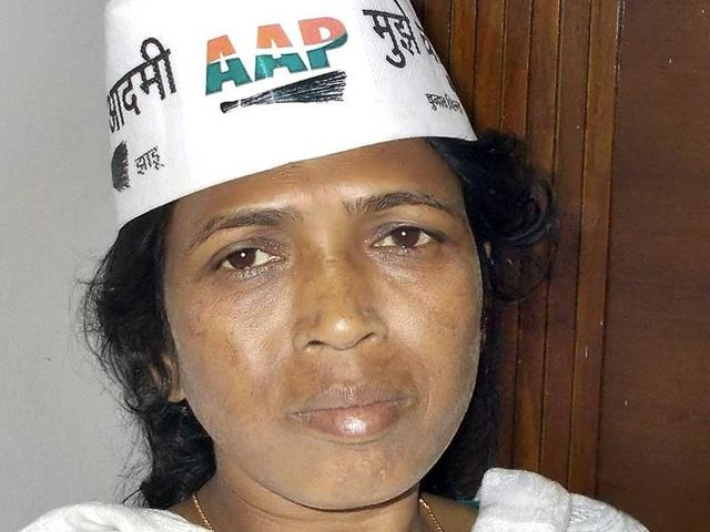 Aam Aadmi Party (AAP) leader Soni Sori landed in the Capital for treatment on Sunday. (HT photo/Ejaz Kaiser)