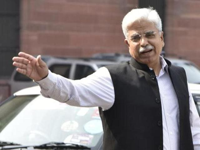 Delhi Police Commissioner BS Bassi has asked the accused students to join the investigation and prove their innocence.