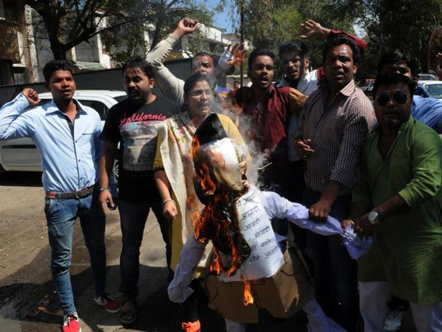 Congress workers burn the effigy of RSS chief Mohan Bhagwat in Bhopal on Monday.