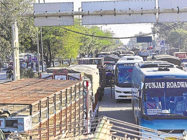 Commuters were unable to travel as the agitators blocked the stretch from Singhu border till GT Karnal Road.