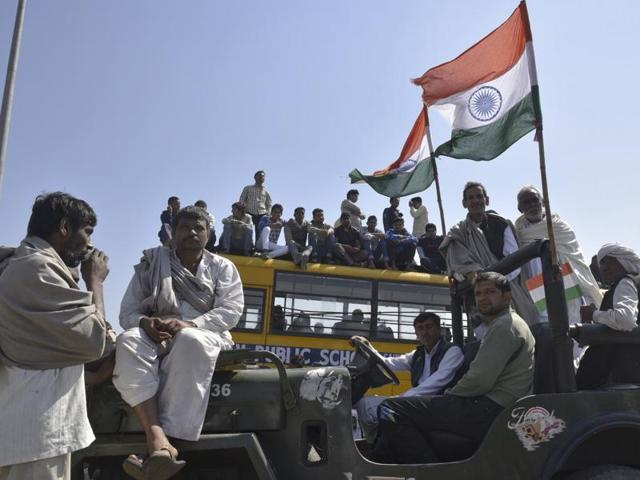 Jat protestors blocked the Rohtak road in Sampla on Monday, in an effort to revive protests after a brief period of calm.
