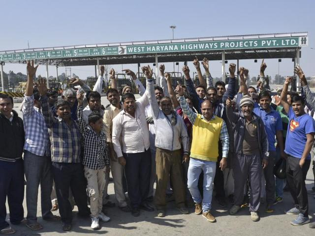 Jat protestors occupied the Rohtak Road in Sampla in an effort to revive the protests after a brief period of calm.