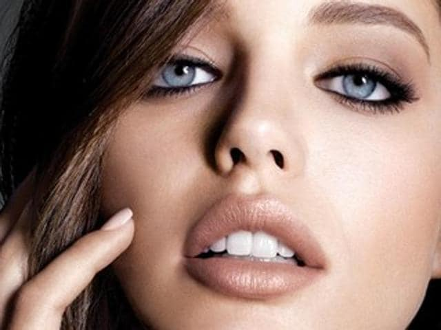 A nude lip is the very essence of sexy for bombshells like Jennifer Lopez, Scarlett Johansson and Angelina Jolie. But a nude lip is not actually naked. It needs a lot of work, you know. And we want to help you with that.(Pinterest)