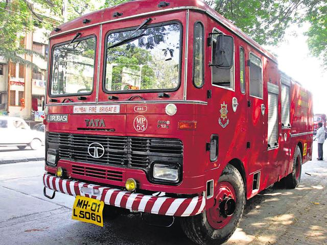Road Accidents - The Mumbai fire brigade van that rammed into the biker, deceased, Kailash Chowdhary (23) near DN nagar police station, Andheri West - HT Photo 14.11.2008