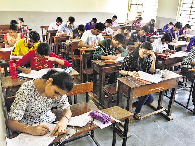 1.19 lakh students appeared for Hindi, German and Persian papers in the HSC exams on Monday
