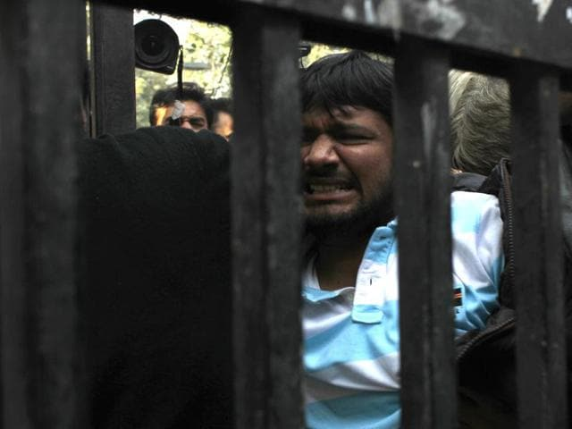 JNU Students Union president Kanhaiya Kumar being taken to Patiala House Courts in New Delhi.(PTI)