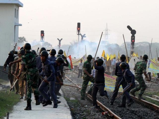 Cops try to control activists during the rail roko stir on Tuesday.