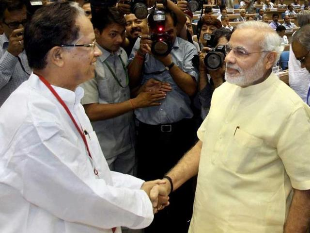 PM Narendra Modi and Assam CM Tarun Gogoi during a meeting of CMs and chief justices in New Delhi in 2015.