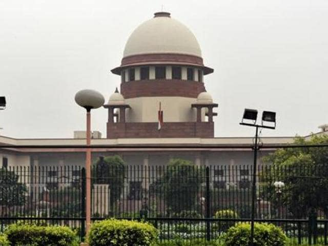 The Supreme Court on Wednesday asked the Maharashtra government to respond to a plea on imposing of 'unreasonable' conditions for the grant of licences for dance performances in beer bars and restaurants in the state.(Mohd Zakir/HT File Photo)