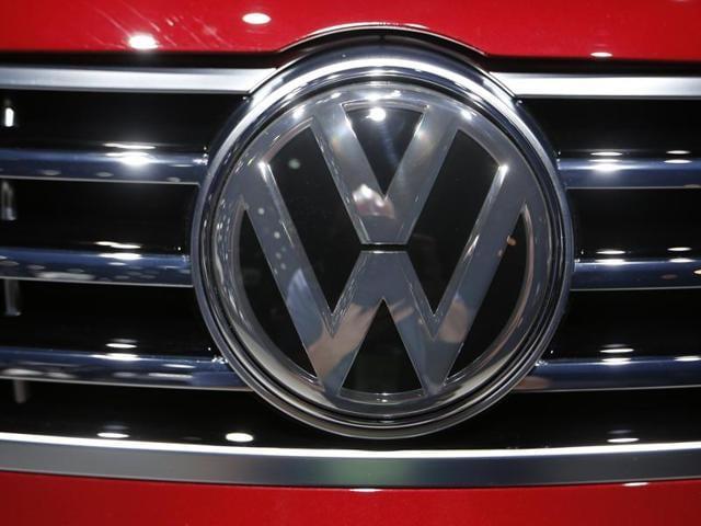 Volkswagen gets one month to fix diesel engine mess(REUTERS)