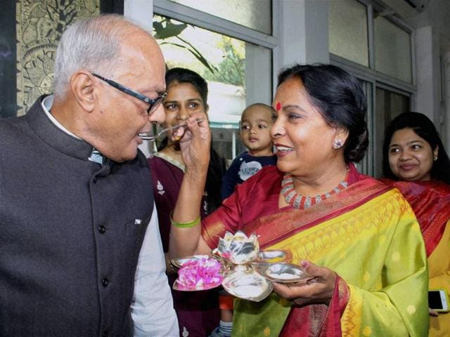 Finance Minister Jayant Malaiya being offered sweet by his wife before he leaves for the State Assembly to present the Annual Budget 2016-17, in Bhopal on Friday.