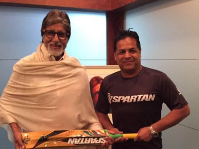 Amitabh Bachchan being presented with an autographed bat on behalf of Chris Gayle.
