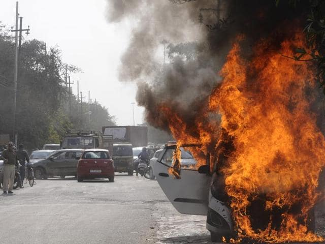 moving car,accident,fire birgade