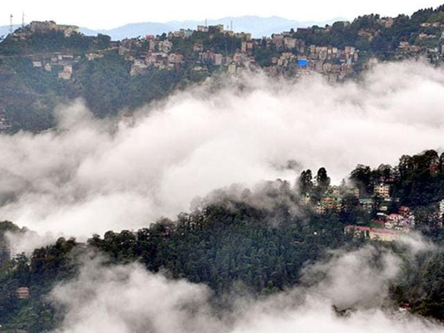 People allege civic authorities waited a week to suspend drinking water supply from Ashwani Khud that was found to be contaminated with the Hepatitis E virus, which caused the outbreak. By then, 25% of Shimla's population was affected.(HT Photot)
