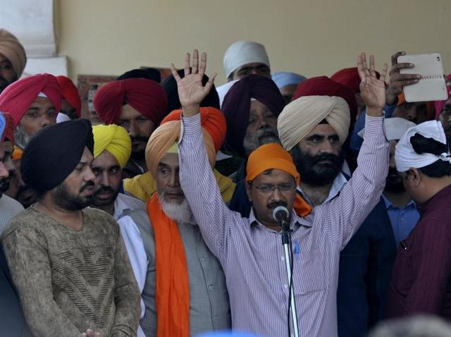 Arvind kejriwal along with other senior leaders during a public meeting.