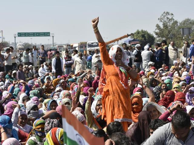 Jat quota agitation protestors sit on the Rohtak road in Sampla, near Rohtak.(Ravi Choudhary/ HT Photo)
