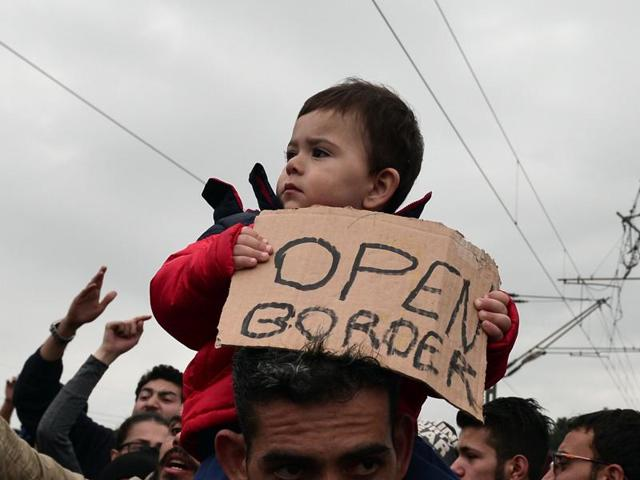 Syrian and Iraqi refugees trapped at the Greek-Macedonian borders protest demanding the opening of the borders.