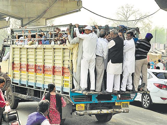Overloaded vehicles,Road safety,Ludhiana