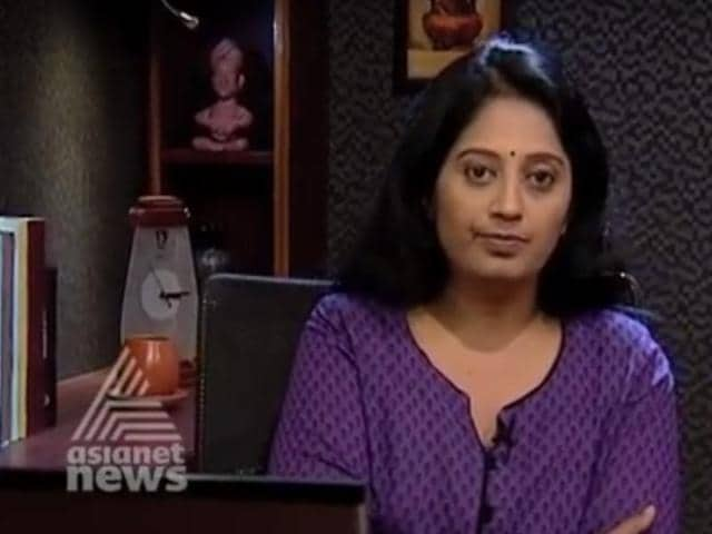 Sindhu Suryakumar hosts weekly show Cover Story on Asianet TV.