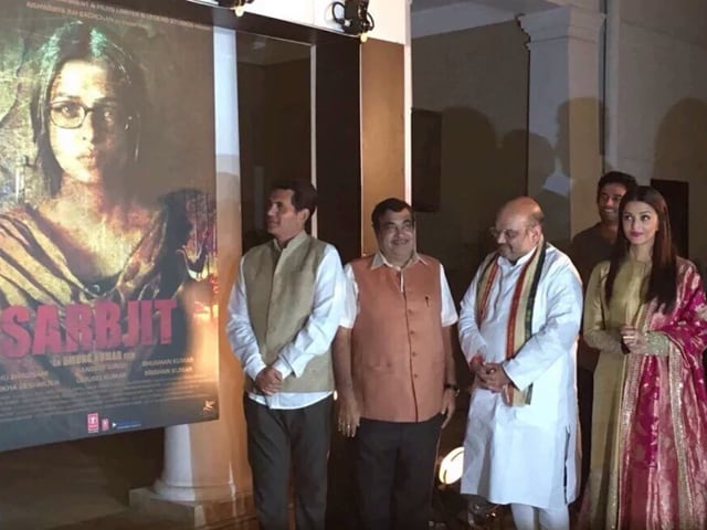 Sarabjit poster was launched by BJP president Amit Shah and Union minister Nitin Gadkari in the presence of Oomung Kumar and Aishwarya Rai Bachchan.