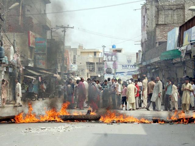 Imphal: Teacher succumbs to injuries after assault, mob blocks road
